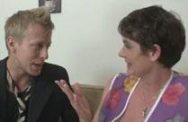 Oma hat einen geilen neuen Sexpartner