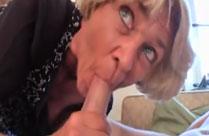 Verrückte Oma ist geil zu vögeln