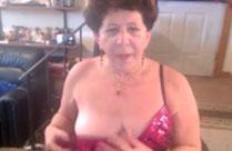 Omas nackt vor der Webcam