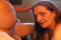 Oma bläst ihrem fetten Mann den Schwanz