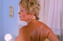 Sexy Oma fingert sich