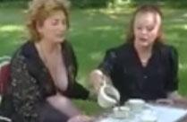 Zwei reife Frauen ficken