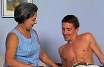 Harter Sex für notgeile Oma