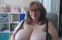 Oma zeigt euch dicke Natur Brüste