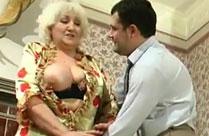 Russische Oma mit fetten Titten