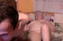Süsse Oma macht Webcamsex