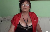 Oma in ihrem ersten Porno