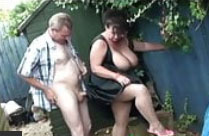 Oma Fickt Im Garten